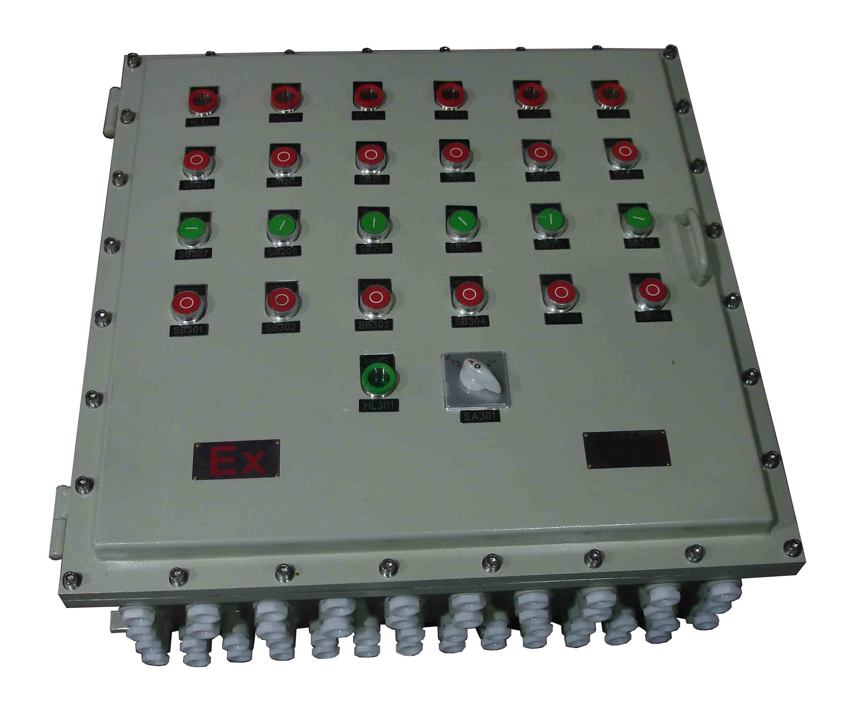 电流显示灯和旋钮开关,旋钮开关上还刻有箭头指示器;本防爆照明配电箱