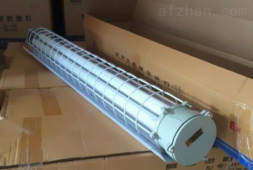 (产品特点) 1、外壳采用SMC模压成形,具有强度高、耐冲击、防腐蚀、 灯罩采用聚碳脂注射成形,透光率高、承受冲击能力强。 2、灯具采用曲路式密封结构,具有较强的防水、防尘性能; 3、内装镇流器为我公司特制的防爆镇流器,其功率因数cos0.85; 4、内置隔离开关,当产品打开时自动切断电源,提高产品的安全性能; 5、可根据用户要求配置应急装置,当应急电源断开时 灯具自动切换至应急照明状态; 6、钢管或电缆布线 防爆防腐荧光灯2*28W(T5灯管)订货须知: 1、产品出厂时已配灯管,用户无须另配; 2、用