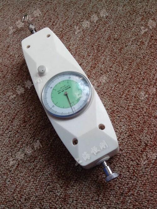 手柄式弹簧测力计施工测暗门的拉力的