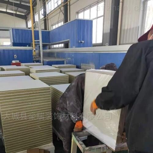 豪瑞岩棉玻纤板不容易燃烧