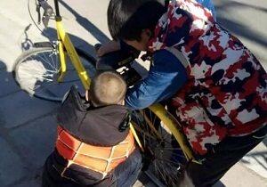 熊孩子5秒开锁 共享单车安全亟待提升