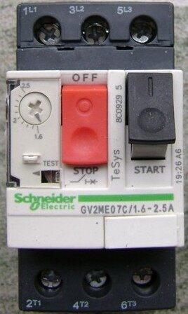 电动机的保护由集成热继-电磁设备的断路器提供