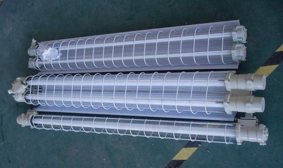 例: 单管防爆荧光灯,LED单管防爆荧光灯1*28W/1*36W尺寸:长度为1.3米配装光源及功率:双脚灯管:1x20W、1x30W、1x40W、2x20W、2x30W、2x40W、若需订购吸顶式安装的BAY52隔爆型防爆荧光灯,配用光源为2跟36W荧光灯灯管、带应急装置, 则订货型号为BAY52-2 36J 安装及维护  引入装置的密封圈应确保可靠压牢并将电缆夹紧;  灯具投入使用前必须将内外接地牢固、可靠地接入用户现场接地系统;  单管防爆荧光灯,LED单管防爆荧光灯1*28W/1*36