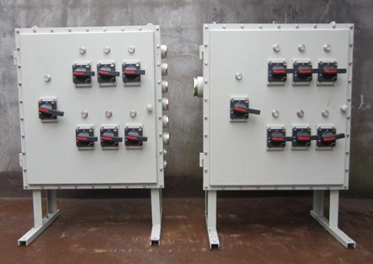 内装高分断小型断路器或塑壳断路器,交流真空接触器,电动机保护器