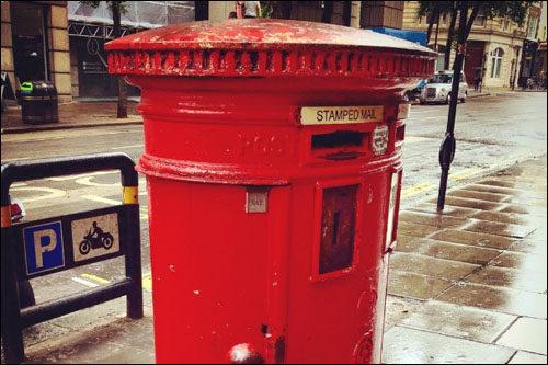 英国代表性物品红色邮筒最近安装rfid以防偷盗
