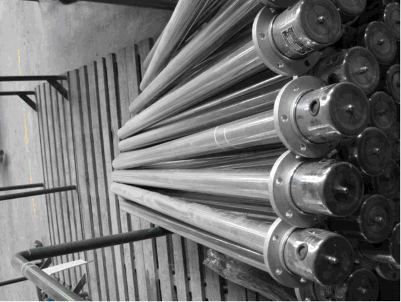 SRY6-3不锈钢护套式电加热器,选择百试电气,就是选择放心。专业的技术、专业的生产厂家,制造专业的精品,上海百试电气有限公司是华东地区为数不多的生产型企业之一。 功能介绍: SRY6-3不锈钢护套式电加热器是在外管内(碳钢管、钛管、不锈钢管、铜管)装入电热丝,空隙部分填满有良好导热性和绝缘性的氧化镁粉后缩管而成,经过热处理工艺(个别管不需要),再加工成用户所需要的各种型状。它具有结构简单,热效率高,机械强度好,对恶劣的环境有良好的适应性。它可用于各种液体和酸碱盐的加热,同时也适应低溶点的金属加热溶化。