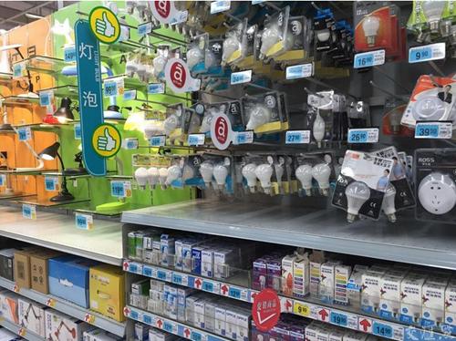 """超市货架中LED灯""""占山为王""""_节能灯管身影无处寻"""